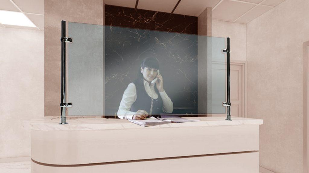 Защитный экран для стойки администратора 2